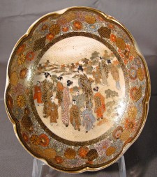 Enamelled Japanese Satsuma scalloped edge bowl Meiji c1900
