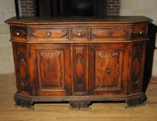Late 16th early 17th century Italian Renaissance walnut credenza