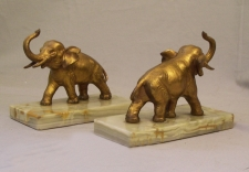 Gilt spelter elephant bookends on green onyx bases c1900